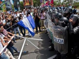 Reprimen a manifestantes