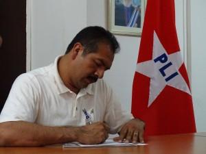 Julian Gaintan al momento de inscribirse como precandidato en elecciones primarias internas del PLI. Foto Alexander Silva Vanegas/Radio Corporacion