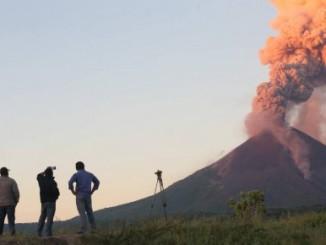 volcanes del país,permanente actividad,lanzamiento de gases,cenizas,sismos,