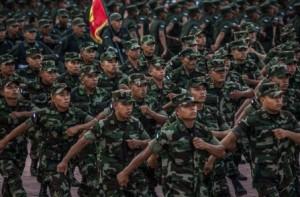 Miembros del ejército de Nicaragua marchan en la capital durante la conmemoración del 36 aniversario del la revolución sandinista. Credit Meridith Kohut para The New York Times.