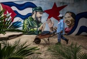 Un mural de Daniel Ortega, presidente de Nicaragua, y Fidel Castro en Managua. Credit Meridith Kohut para The New York Times