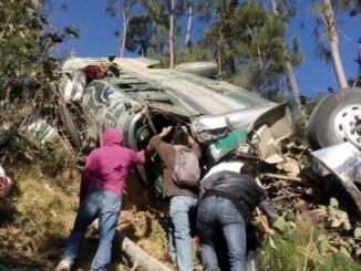 guatemala,accidentes,muertos,microbús,barranco,
