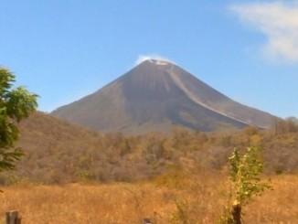 Volcán Momotombo,aumenta actividad,sismos,gases,