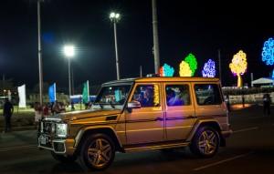 El Presidente Daniel Ortega en su camioneta Mercedes-Benz en Managua. La familia de Ortega, sus amigos y aliados hoy en día controlan compañías gasolineras, televisoras y proyectos públicos de construcción en Nicaragua. Credit Meridith Kohut para The New York Times.