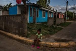 Casas construidas por el gobierno en Managua. Nicaragua ha entregado más de 35.000 casas a gente pobre durante los últimos dos años, según la página web oficial. Credit Meridith Kohut para The New York Times.