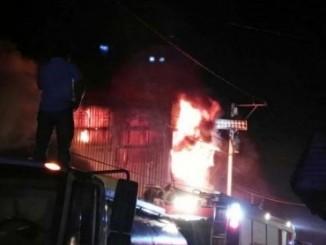Incendio en Mercado Oriental. Foto:  LA PRENSA.