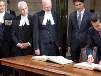 Los mandatarios de Canadá y México junto a miembros de la embajada de canadà