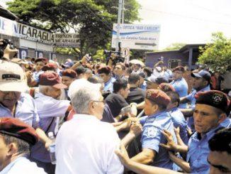 protesta,ancianos,ocupainss,policía,robo,pertenencias,fiscalía,
