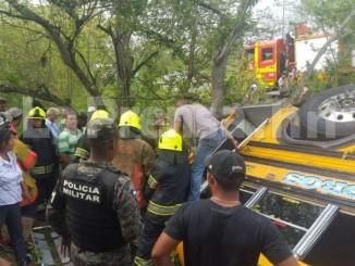 Hay 20 heridos tras accidentarse el bus que iba de Santa Rosa de Copán, occidente, hacia San Pedro Sula, norte.