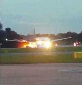 Un avión de Singapore Airlines se incendia tras realizar un aterrizaje de emergencia
