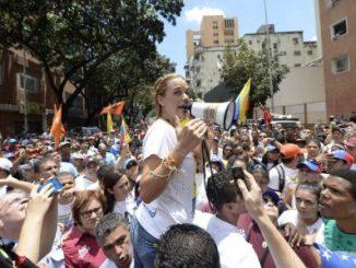 Lilian Tintori durante la marcha en Caracas/AFP