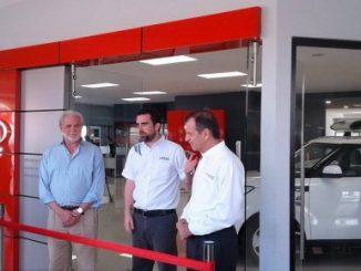 Representantes del Grupo Pellas, al inaugurar la Sala de Ventas de Vehículos KIA.