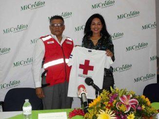 Dr. Oscar Gutiérrez Somarriba, presidente del Consejo Nacional de Cruz Roja Nicaragüense y Lic. Verónica Herrera, gerente general de MiCrédito