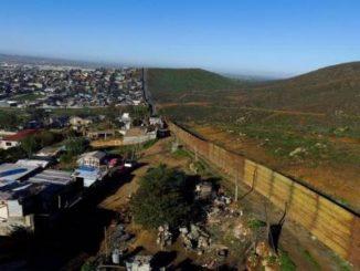 empresas hispanas,muro fronterizo,