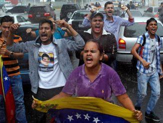Opositores al gobierno de Maduro ,protestan en calles de Venezuela Foto:El País