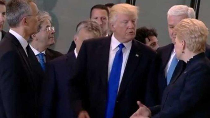 Trump empuja a ministro en reunión de la OTAN