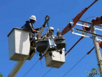 El presidente del INE anunció el incremento del 2 por ciento en la tarifa eléctrica
