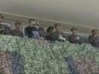 Kim-Jong-un-observa-como-destruyen-una-replica-de-un-cohete-surcoreano-7