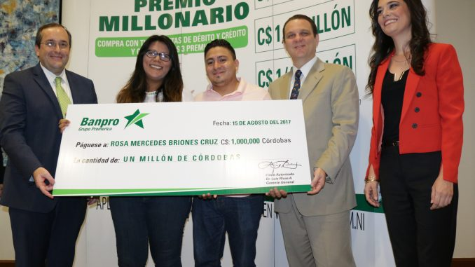 """Premio Millonario Premia Banpro Mamá y Papá 2017"""
