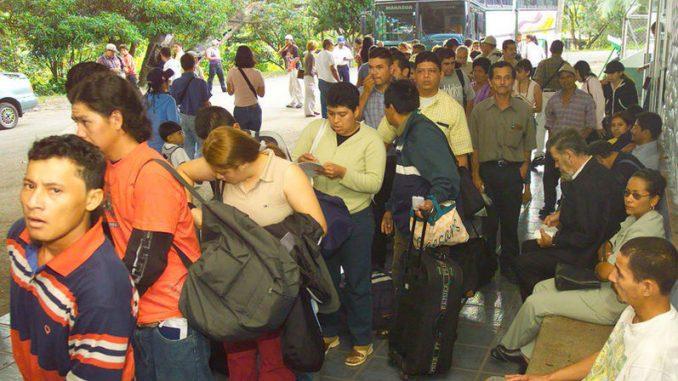 Daniel Ortega,nicaragüenses emigran,