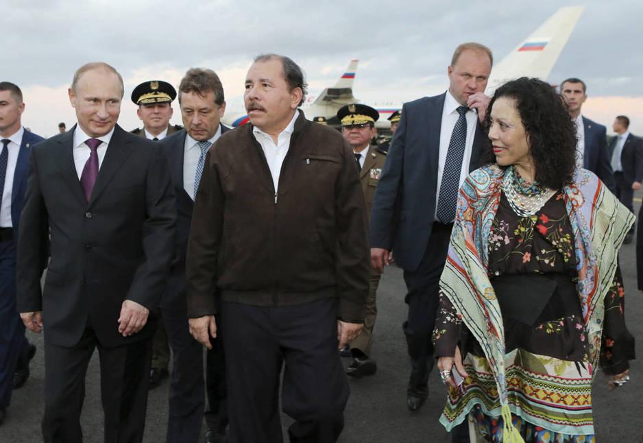 ortega-y-su-mujer-reciben-al-presidente-putin-en-managua-en-julio-de-2014-reuters