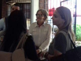 Tres expertos de la OEA con la presidenta de CXL, Kitty Monterrey.