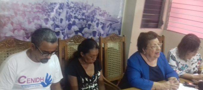 Doña Elea Valle Aguilar con directorio del CENIDH
