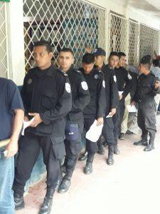 Poca presencia de la ciudadanía/Fuerzas antimotines votando en Wiwillí/Foto/Panorama Electoral