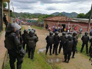 Policías antimotines bloquean marcha antifraude opositora en Jalapa, Nueva Segovia