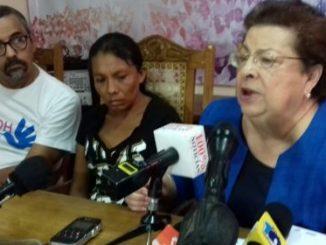 Doña Elea Valle, madre de menores asesinados por ejército de Nicaragua, acompañada por funcionarios del CENIDH.-