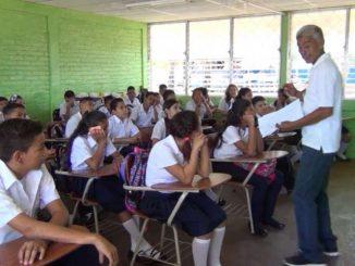 Inicia-año-escolar-2016-en-Colegios-Públicos.mov_.Imagen-fija001-750x500