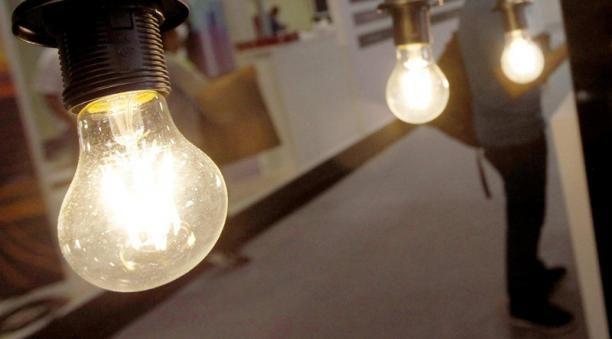 Las reformas energéticas aprobadas por la Asamblea Nacional son dos golpes a los consumidores y usuarios del servicio eléctrico en Nicaragua, aseguró experto en la materia.