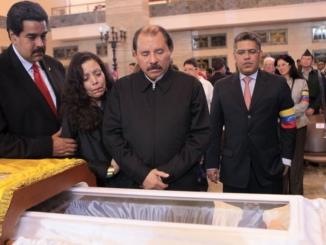 Daniel Ortega vela de Chávez
