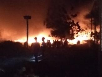 Bomberos quema de llantas