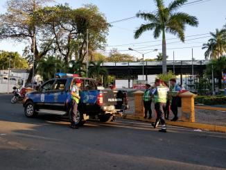 Policía Nacional en Plaza Cuba