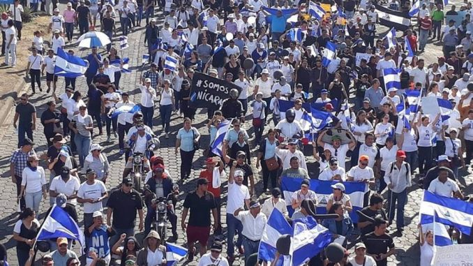 Multitudinaria marcha,Ortega,represión,