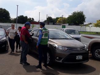 Policía retiene a equipo de La Prensa