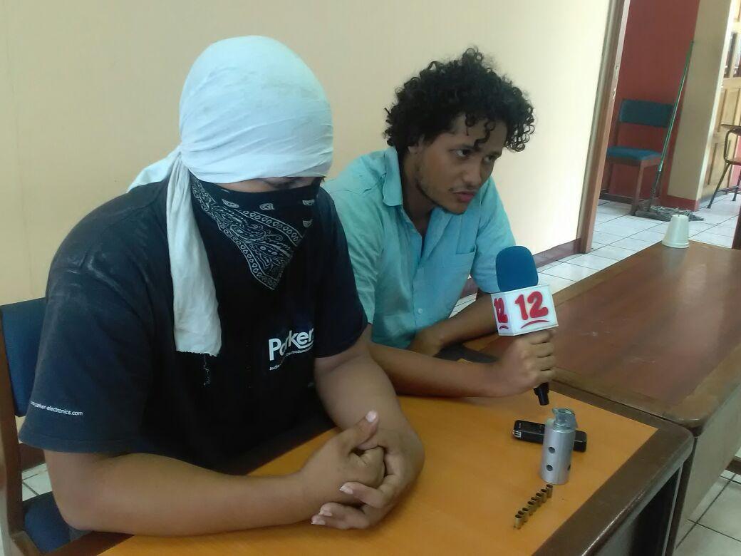 Universitarios atrincherados en la UPOLI