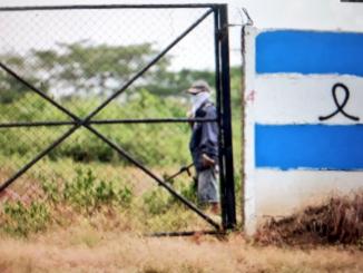 Los toma tierras llegaron a la propiedad armados y en camionetas Hilux. | Foto: La Prensa