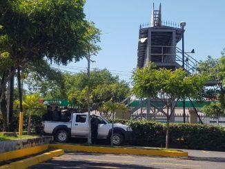 Policías en centros comerciales