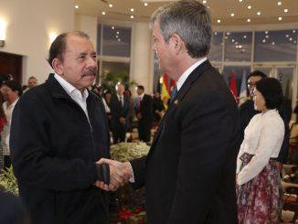 Daniel Ortega y embajador Kevin Sullivan