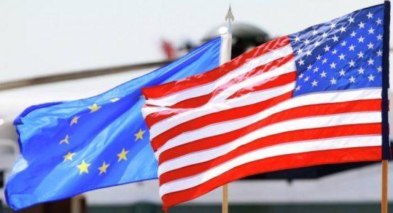 Banderas de EEUU y de la UE