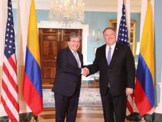 El canciller Carlos Holmes Trujillo se reúne con el secretario de Estado de Estados Unidos, Mike Pompeo. Foto: Voz de América
