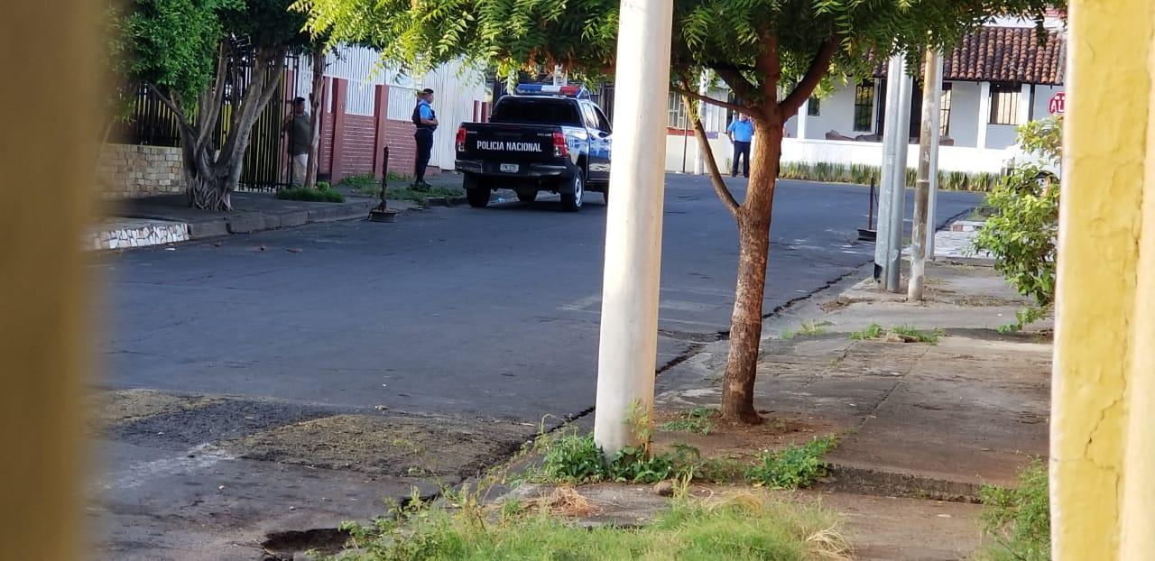 Acoso policial en Radio Corporación