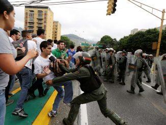 GNB - agrediendo venezolanos