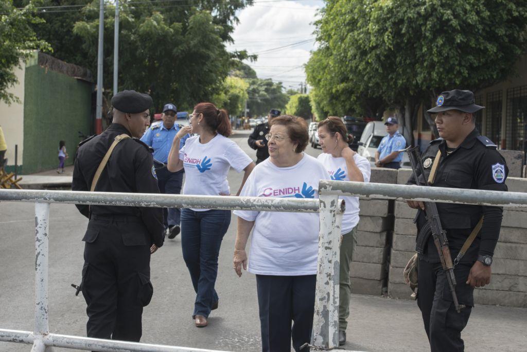 Doña Vilma Nuñez en  Cordon de seguridad Presidencial .